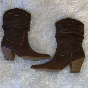 Pointed Toe Cowgirl Boots